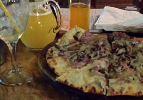 Petites marches à Yaoundé: La Pizzeria Alfresco
